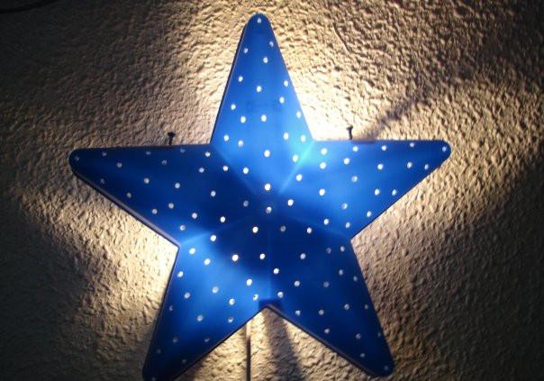 Imagen lámpara en forma de estrella. Autor: Jordi Barnés Santolaria